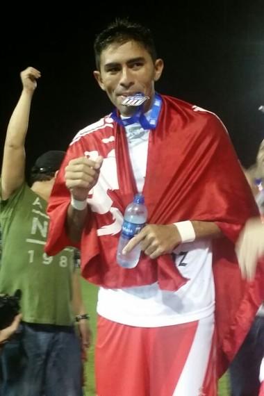 Júnior Chicão - Imperatriz - comemora título maranhense  (Foto: Bruno Alves/Globoesporte.com)