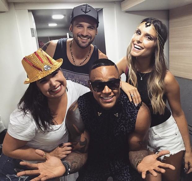 Fernando e Flávia posam com Mariana Xavier e Léo Santana (Foto: Reprodução/Instagram)