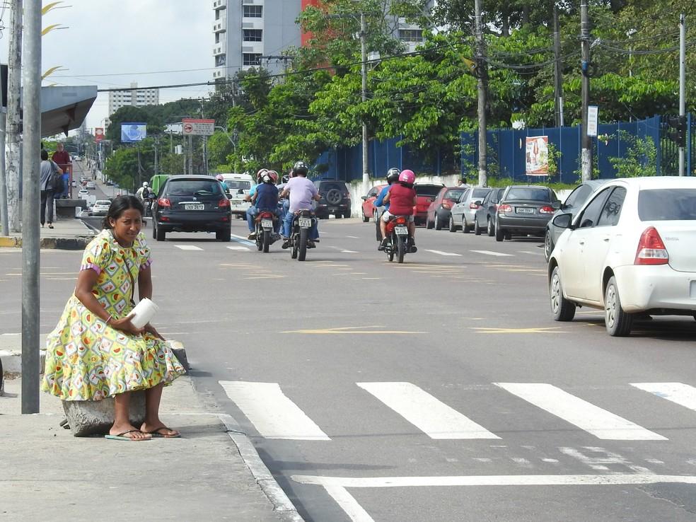 Venezuelanos estão pedindo ajuda nas ruas de Manaus (Foto: Adneison Severiano/G1 AM)