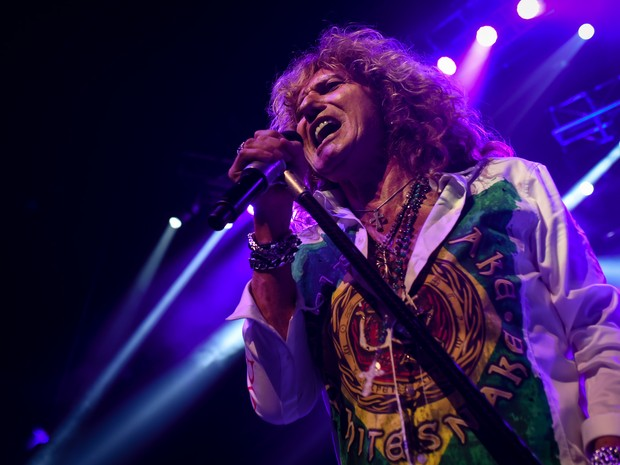 O vocalista David Coverdale durante show do Whitesnake no Citibank Hall, em São Paulo, nesta sexta-feira (23). (Foto: Flávio Moraes)