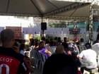 Emoção marca homenagem aos jovens mortos em massacre no Rio