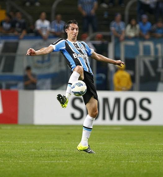 garçom inusitado (Lucas Uebel/Divulgação Grêmio)