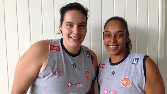 Cristiane Lima e Fabi Guedes basquete Venceslau (Foto: Kadu Mello / Cedida)