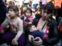 Mães protestam com 'mamaço' na Argentina (Enrique Marcarian/Reuters)