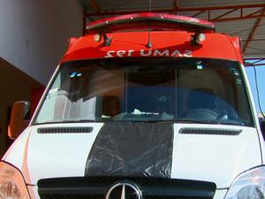 Funcionários colocaram uma faixa preta nos veículos como forma de protesto (Foto: Eder Ribeiro/EPTV)