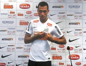 Neto apresentado no Santos (Foto: Marcelo Hazan / Globoesporte.com)