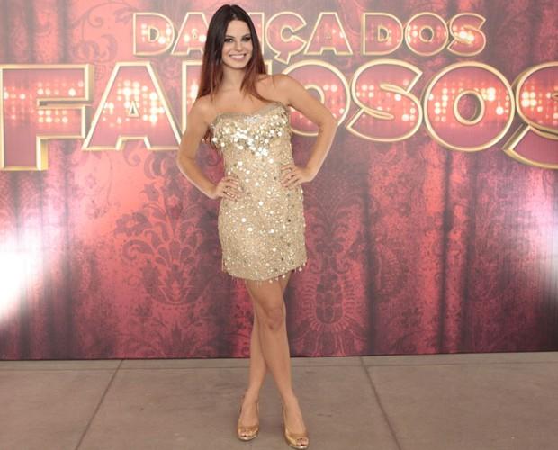 Stephany Brito investe no look dourado total (Foto: Domingão do Faustão/ TV Globo)