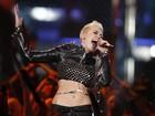 Miley Cyrus se apresenta de barriga de fora nos Estados Unidos