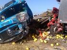 Acidente entre caminhões deixa um morto e 3 vítimas presas às ferragens