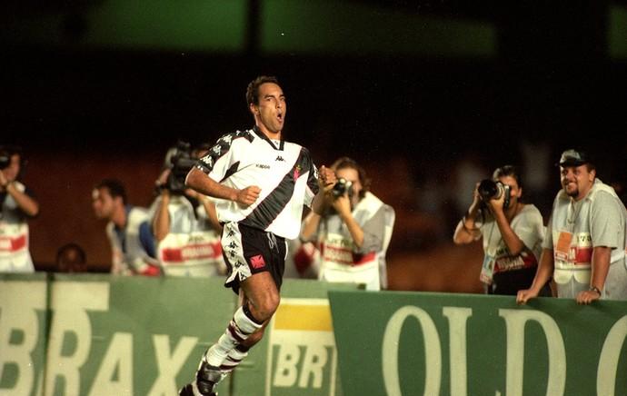 Edmundo comemoração Vasco x Flamengo 1997 (Foto: Hipólito Pereira / Agência O Globo)