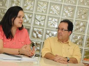 Fabiana Colombo Garzella, pedagoga da Faculdade de Educação da Unicamp, e Sérgio Leite (Foto: Antoninho Perri / Ascom – Unicamp)