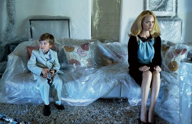 Amber Valletta com o filho, Auden (Foto: Steven Meisel, Vogue US, junho de 2006 )