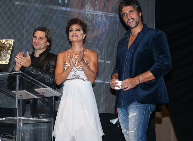 Juliana Paes com Victor e Leo (Foto: Manuela Scarpa/Brazil News)