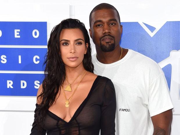 Kim kardashian e kanye West terão o terceiro filho por meio de barriga de alguel (Foto: Getty Images)