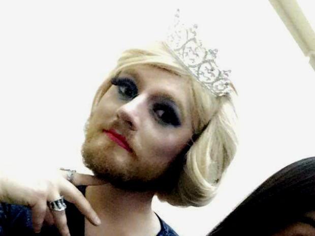 Variedade de gêneros foi debatida com alunos de um curso pré-vestibular em Cascavel com a drag Sofia Ariel, personagem do professor Jonathan Chasko (Foto: Jonathan Chasko/Arquivo Pessoal)