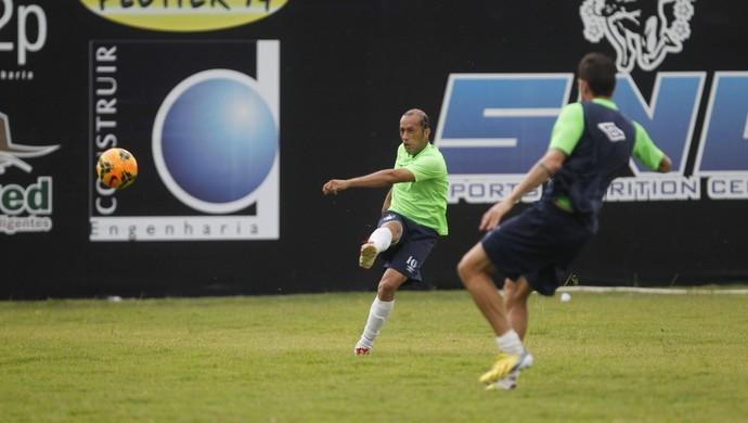 Ratinho treina e pode ser titular contra o Guarany (Foto: Akira Onuma/O Liberal)