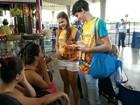 Equipe distribui 5 mil camisinhas em terminal (Almir Santana/Arquivo Pessoal)