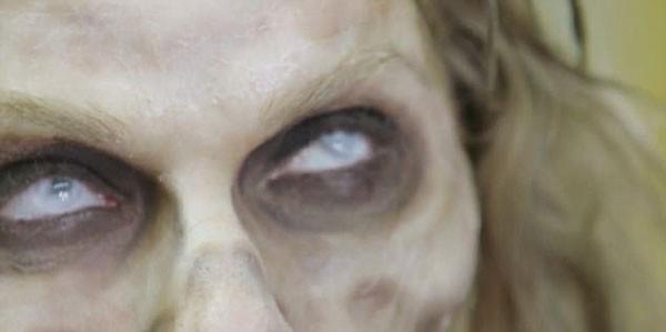Para a mudança dos olhos, lentes que dão um efeito leito à iris (Foto: Reprodução)