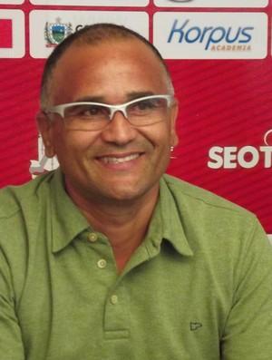 Oliveira Canindé, treinador do Campinense (Foto: Silas Batista/ GloboEsporte.com)