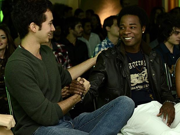 Gabriel Falcão e Blaise Musipere conversam na coletiva de imprensa (Foto: Estevam Avellar / TV Globo)