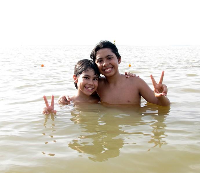 Enzo e Eder curtem nadar nas tardes livres (Foto: Arquivo Pessoal)