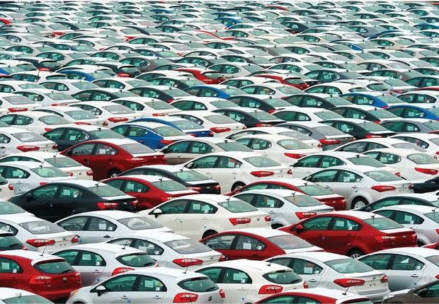 Carros ; pátio da montadora ;  (Foto: Getty Images)
