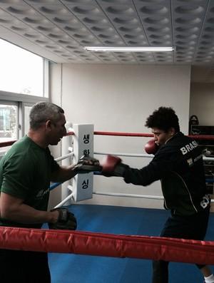 Adriana Araújo treina no Mundial de boxe (Foto: Guilherme Costa)