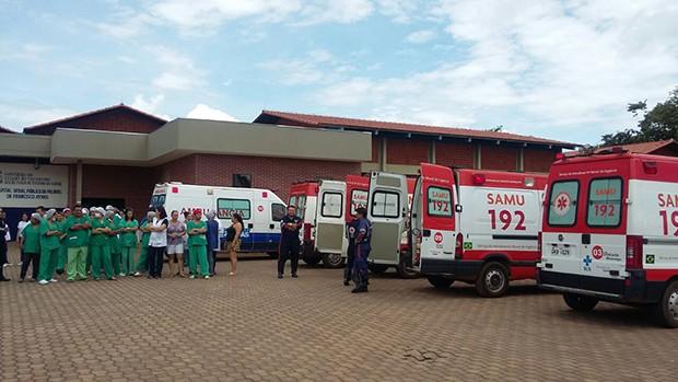 Ambulâncias ficaram paradas por falta de macas no HGP (Foto: Ana Paula Rehbein / TV Anhanguera)