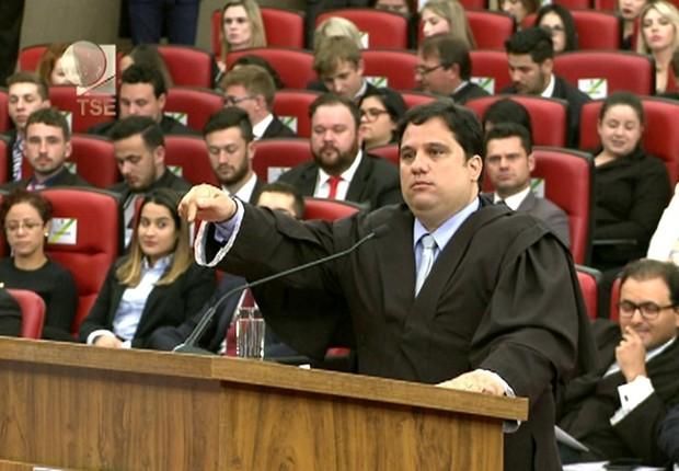 O advogado Flávio Henrique Costa Pereira, que defendeu a ação do PSDB no TSE (Foto: Reprodução/TV Justiça)