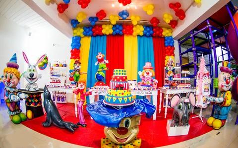 Decoração de festa infantil de circo, safari, praia e fundo do mar
