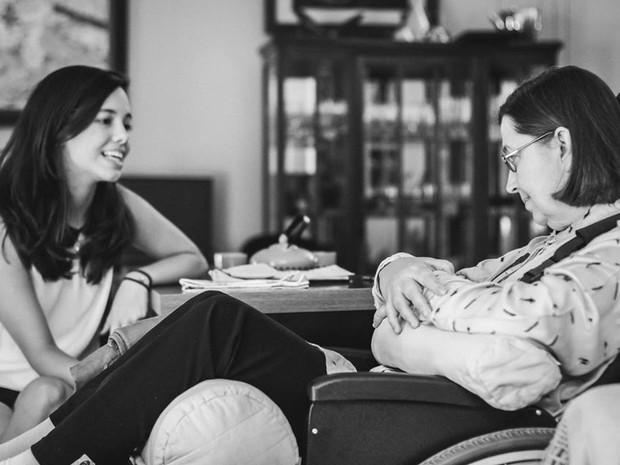 Mãe e filha de Campinas conversam por vocabulário adaptado aos olhos (Foto: Erik Nardini/ Arquivo pessoal)