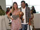 Debby Lagranha leva filha para assistir a espetáculo da Disney no Rio