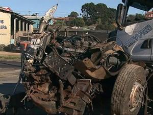 Cinco pessoas da mesma família morrem em acidente na BR-376, em Ponta Grossa (Foto: Reprodução/ RPCTV)