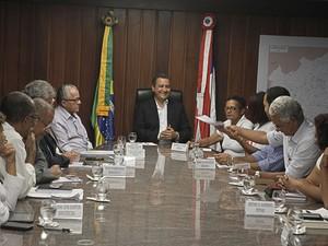 Reunião foi realizada na noite desta sexta-feira  (Foto: Carla Ornelas/GOVBA)