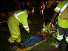 Idoso bate em poste na BR-040 e é arremessado para fora do carro