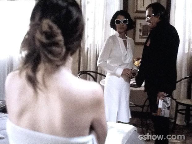 Gilda vai conversar com o marido e o encontra com a amante (Foto: O Rebu / TV Globo)