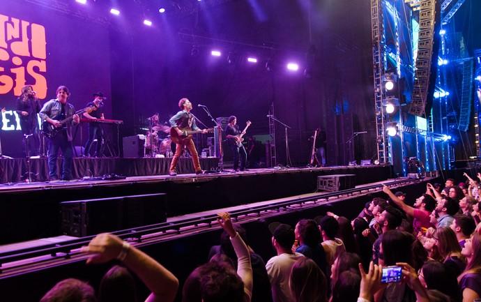Nando Reis canta o com os fãs no palco João Rock em Ribeirão Preto, SP (Foto: Érico Andrade/Gshow)