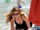 Sofia Vergara usa maiô ousado e exibe curvas em praia na Grécia