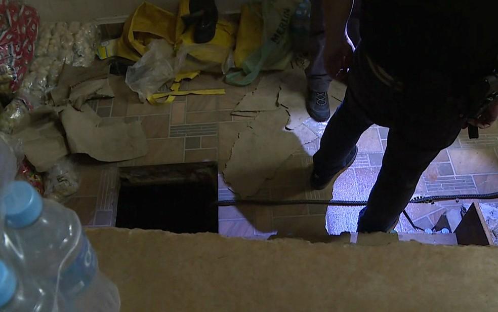 Túnel foi descoberto em uma loja alugada pela quadrilha, segundo a polícia (Foto: TV Globo/Reprodução)