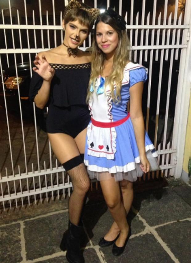 Isabella Santoni e a amiga Victoria Antunes (Foto: Reprodução/Instagram)