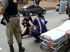 idoso foi socorrido pelo SAMU e encaminhado para Hospital (Foto: Reprodução/Inter TV dos Vales)