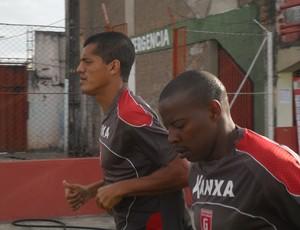 Jogadores do Guarani-MG treinam para clássico na Série D (Foto: Cleber Corrêa/GLOBOESPORTE.COM)