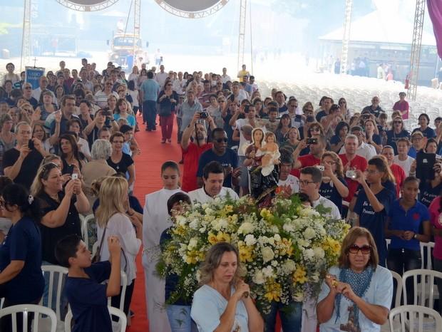 Início de evento em Piracicaba foi marcada por chegada de Nossa Senhora dos Prezares (Foto: Fernanda Zanetti/G1)
