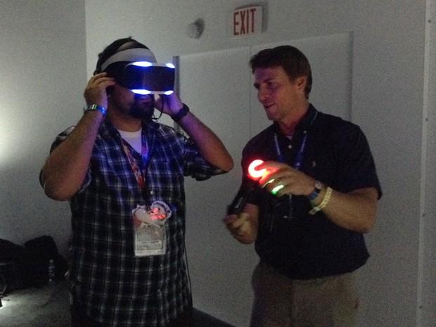 Project Morpheus é mais leve e ergonômico que o Oculus Rift (Foto: Bruno Araujo/G1)