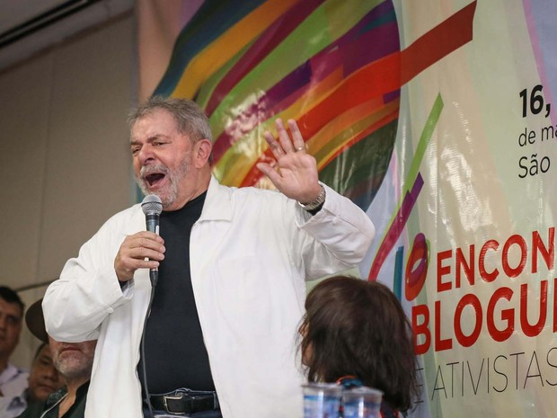 O ex-presidente Luiz Inácio da Silva (PT) cobrou a regulação dos meios de comunicação no Brasil durante palestra realizada nesta sexta-feira (16), em São Paulo (Foto: André Lucas Almeida/Futura Press/Estadão Conteúdo)
