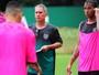 """""""Foco é a A2"""", garante Edson Leivinha após goleada sofrida para o Palmeiras"""
