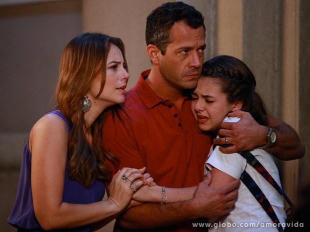 Paulinha chega chorando (Foto: Ellen Soares/ TV Globo)