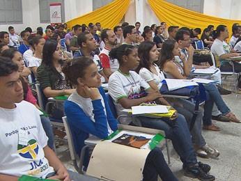 Jovens católicos se reuniram na Várzea (Foto: Reprodução/TV Globo)