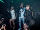 Ex-BBB Fani e Andréa de Andrade se empolgam em show de Naldo