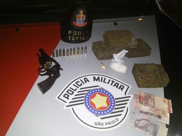 Homem de 26 anos foi levado para o CDP de Caiuá por tráfico de drogas (Foto: Polícia Militar/ Divulgação)
